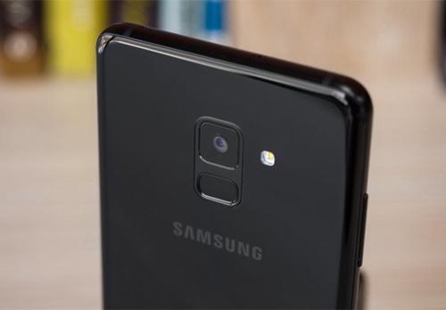 A9 Pro được định hướng cao cấp hơn A8 (trong ảnh) nhưng thấp hơn Galaxy S9.