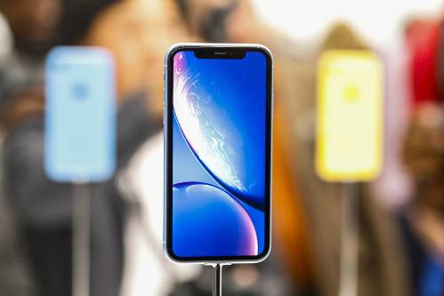 iPhone Xr dùng màn hình LCD tbay vì OLED như iPhone X, iPhone Xs và Xs Max. Ảnh: cbsistatic