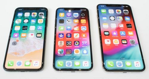 iPhone X (bên trái) chưa lỗi thời khi so sánh với iPhone Xs (giữa) và iPhone Xs Max (bên phải).