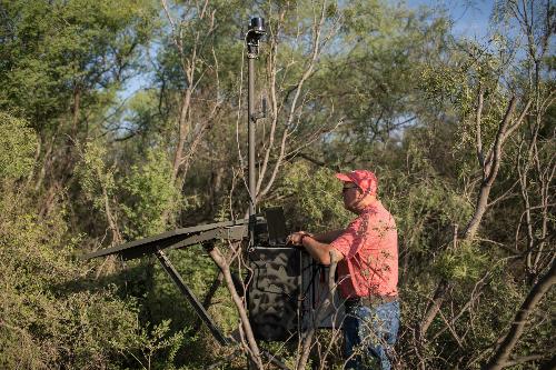Các cảm biến có thể chụp ảnh ba chiều của bất kỳ ai đi vào khu vực, tuy nhiên nó cũng dễ bị phá hoại một cách cố ý.