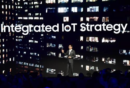 Samsung là một trong những đại gia công nghệ đi đầu trong việc phát triển trí tuệ nhân tạo (AI) và IoT vào trong một hệ sinh thái sản phẩm rộng khắp.