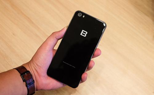 Bphone 2 được cho là có mức giá chưa hợp lý.