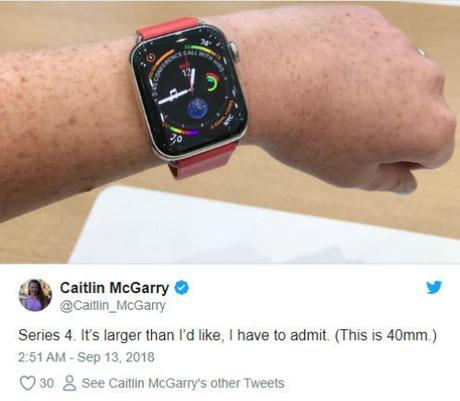 Apple Watch Series 4 trên tay một người dùng có cổ tay nhỏ.
