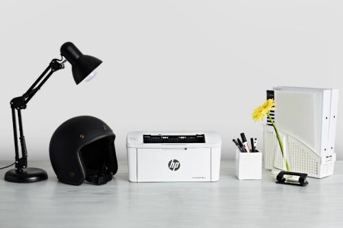 HP LaserJet Pro M15 nhỏ gọn, tương đương một chiếc mũ bảo hiểm
