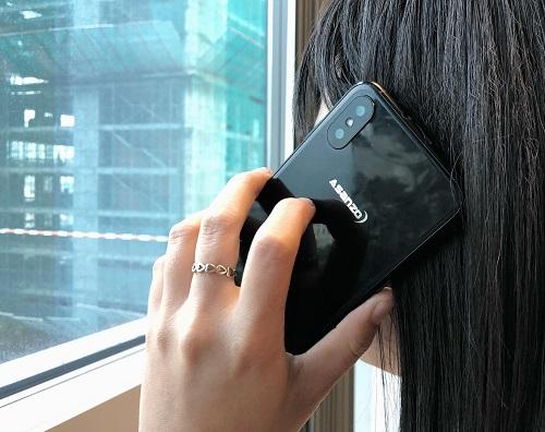 Sản phẩm được cho là smartphone mới của Asanzo có thiết kế kim loại nguyên khối, mặt lưng bóng bẩy.