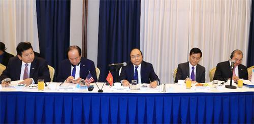 Thủ tướng bày tỏ muốn các nhà đầu tư chia sẻ quan điểm những gì Chính phủ Việt Nam có thể làm để cách mạng công nghiệp 4.0 thực sự đem lại lợi ích và khả năng tạo ra bước phát triển đột phá cho Việt Nam h