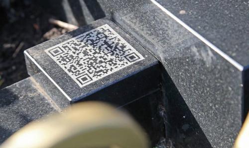 QA Code dẫn link tới website cung cấp thông tin và hình ảnh về người đã khuất. Ảnh: UFA1
