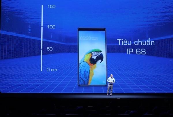 Bphone 3 được trang bị công nghệ chống nước theo tiêu chuẩn IP68.