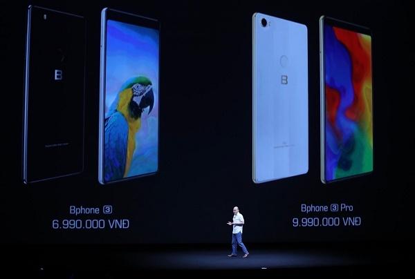 CEO Nguyễn Tử Quảng công bố giá Bphone 3.