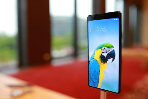 Màn hình tràn đáy là một khái niệm mới trên các dòng sử dụng LCD.