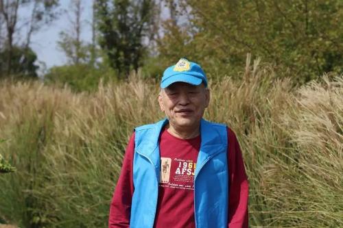 Con trai đã in mã QR có số điện thoại của mình lên những bộ quần áo, mũ cho cha mặc suốt cả năm.