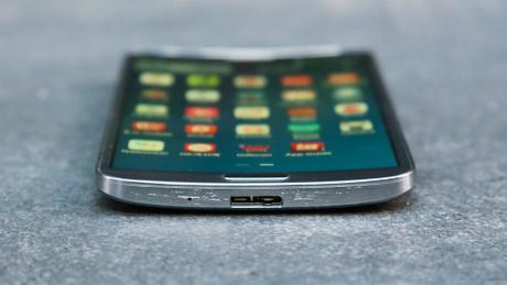 Galaxy Round, smartphone màn hình cong đầu tiên của Samsung.