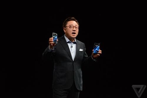 DJ Koh, CEO phụ trách mảng di động của Samsung. Ảnh: The Verge
