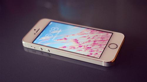 Apple đã tạo ra trào lưu mở khóa điện thoại bằng vân tay khi ra mắt iPhone 5S vào năm 2013.