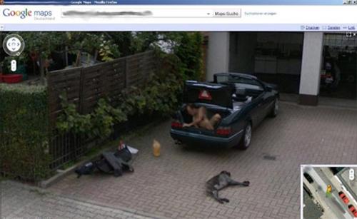 Người khỏa thân bí ẩn trong xe Mercedes