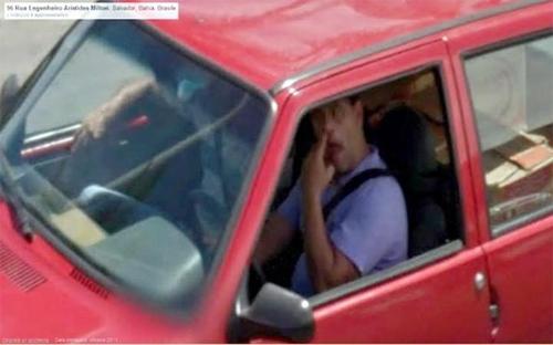 Dù ngồi trong ôtô, hãy cẩn thận vì bạn vẫn có thể bị Google chụp lại hành động ngoáy mũi và cả thế giới đều xem được.