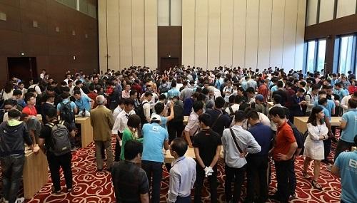 Hàng nghìn người tham gia sự kiện ra mắt vàtrải nghiệm Bphone 3 hôm 10/10.