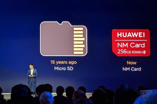 Nano Memory của Huawei nhỏ gọn hơn microSD, loại thẻ nhớ nhỏ gọn đã phổ biến trên điện thoại 15 năm qua. Ảnh: TheVerrge.