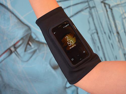 Phụ kiện hỗ trợ mang theo Palm khi tập thể dục.