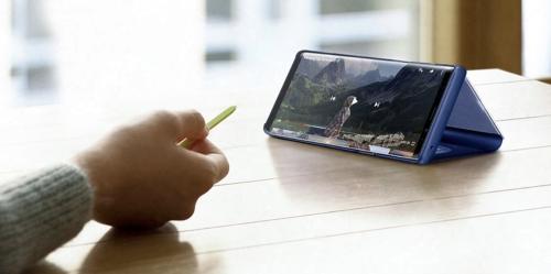 Note9 trở thành trợ thủ đắc lực cho những buổi thuyết trình, họp nhóm. Người dùng không cần bàn phím, chuột, laptop để trình chiếu các tác phẩm, báo cáo...