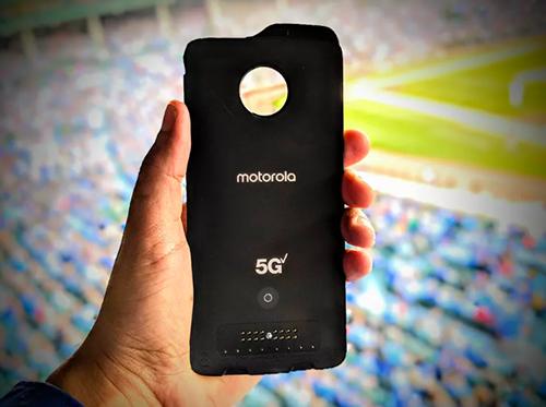 Module Moto Mod hỗ trợ 5G cho Moto Z3 của Motorola.