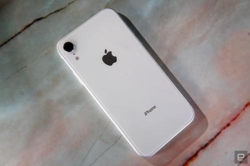 iPhone XR chỉ có camera đơn.