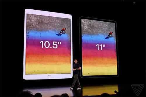 Phiên bản màn hình 10,5 inch được nâng lên 11 inch nhưng kích thước tổng thể máy lại nhỏ gọn hơn. Ảnh: The Verge.