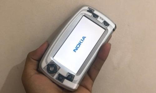 Chiếc điện thoại Nokia 7710 của anh Lương Mạnh Qúy