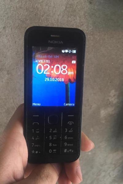 Chiếc điện thoại Nokia 220 của độc giả
