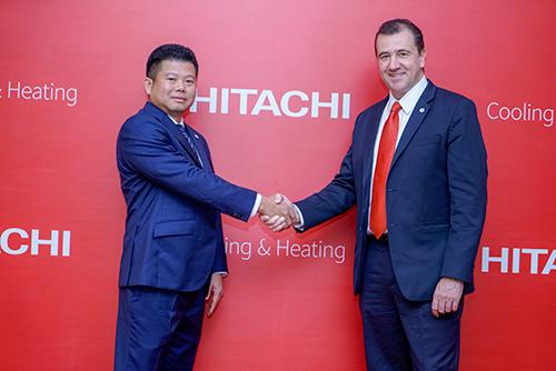 Ông Nguyễn Quang Hiển: Johnson Controls-Hitachi Air Conditioning Việt Nam ( trái).