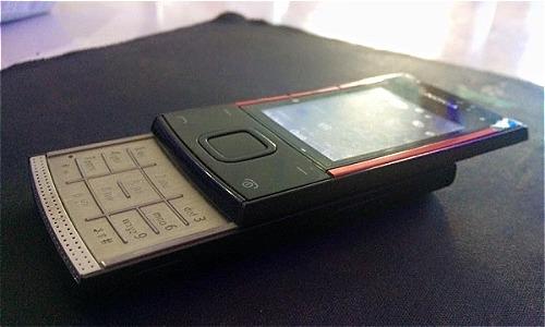 Chiếc Nokia X3-00 vẫn bền bỉ sau 8 năm sử dụng.