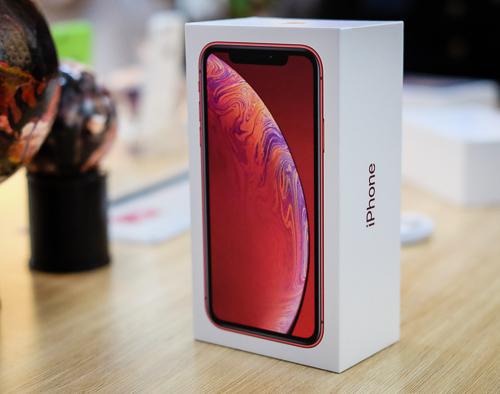 Giá iPhone XR ở Việt Nam giảm liên tục sau 10 ngày có mặt ở Việt Nam theo đường xách tay.