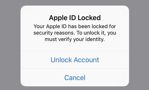 Người dùng iPhone bất ngờ nhận được thông báo bị khóa Apple ID.