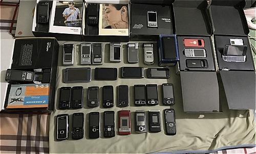 Bộ sưu tập hàng chục chiếc Nokia của độc giả Vũ Thanh.