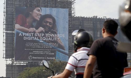 Banner quảng cáo về chương trình Free Basics của Facebook ở Mumbai, Ấn Độ, năm 2015. Ảnh: Reuters