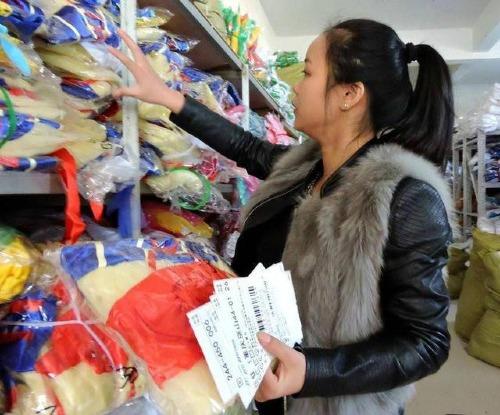 Nhậm An Oánh bỏ học đại học để về phụ gia đình kinh doanh quần áo.