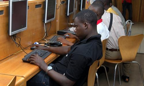 Châu Phi là châu lục có tỷ lệ sử dụng Internet nam giới cao hơn nữ giới.