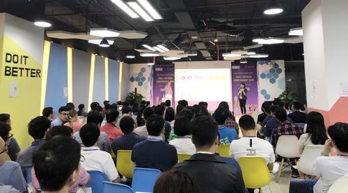 Hội nghị Agile Việt Nam 2018 thu hút sự quan tâm của lập trình viên.