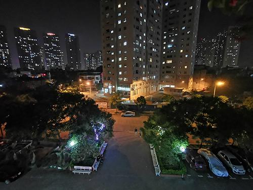 Ở chế độ chụp đêm, người dùng cần giữ máy trong khoảng 2 đến 3 giây để có bức ảnh chất lượng tốt nhất.