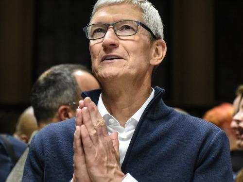 CEO Apple dậy từ 4h để đọc bình luận của người dùng