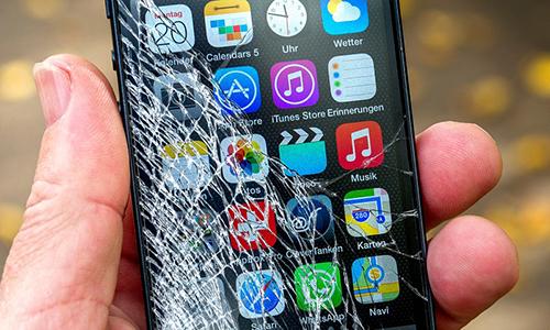 Người Mỹ phá 5.761 màn hình smartphone mỗi giờ