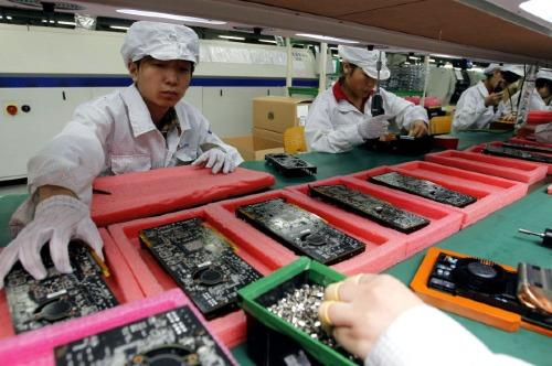 Nhu cầu iPhone sụt giảm mạnh được cho là nguyên nhân khiến một loạt nhà cung cấp của Apple đưa ra các dự báo xấu về tình hình kinh doanh.