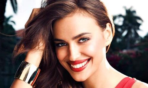 Bức ảnh quảng cáo son môi của hãng Avon có gì bất thường? Xem đáp án.