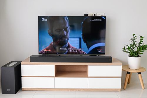 N950 hợp với những chiếc TV từ 55 inch trở lên (trong hình là mẫu màn hình 49 inch).