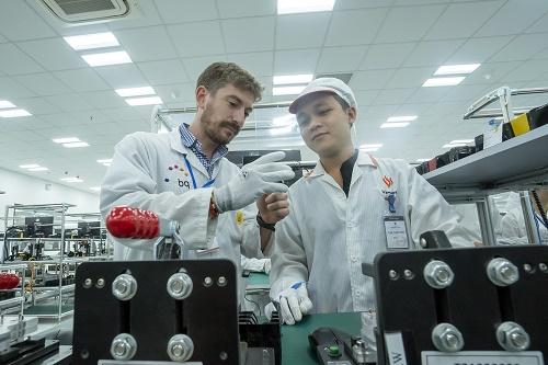 VinSmart quy tụ được đội ngũ các nhà khoa học và chuyên gia dày dạn kinh nghiệm từ các Viện nghiên cứu và các công ty công nghệ hàng đầu trên thế giới.