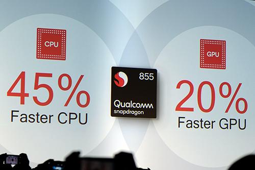 Nền tảng Snapdragon 855 có CPU nhanh hơn 45% và GPU mạnh hơn 20% so với thế hệ trước.