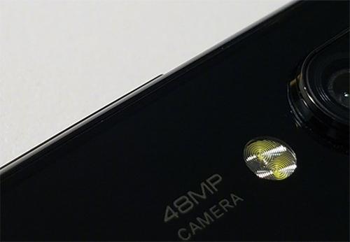 Hình ảnh chiếc smartphone với camera 48 megapixel do ông Lin Bin đăng tải lên trang cá nhân.