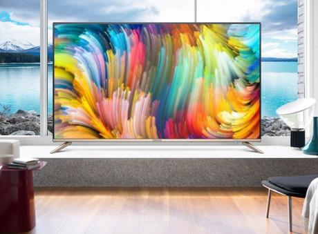 TV Coocaa gây ấn tượng bởi thiết kế tràn viền mới lạ.