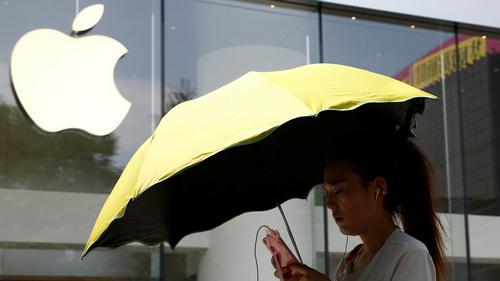 Lệnh cấm iPhone có thể đánh vào tham vọng chinh phục thị trường Trung Quốc của Apple.