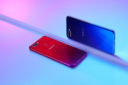 Oppo F9 với hai gam màu nổi bật: đỏ ánh dương và xanh chạng vạng.